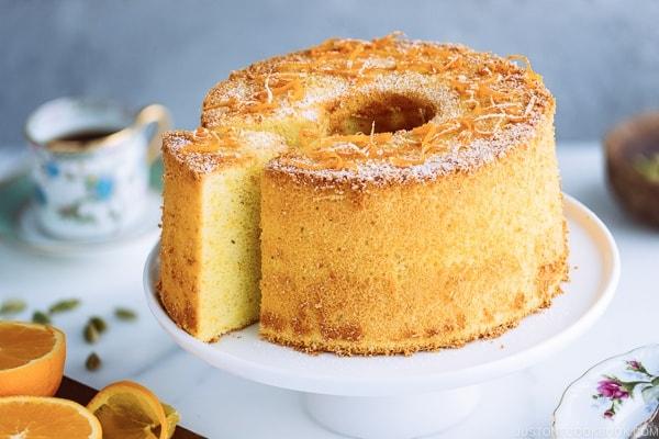 کیک تهیه شده با تین پلاس محصول پدیده شیرین